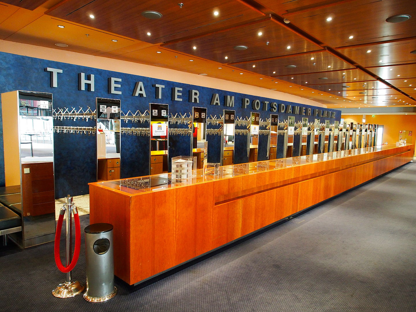 Garderobe In Theater.Stage Theater Am Potsdamer Platz Up To 500 Persons Fiylo